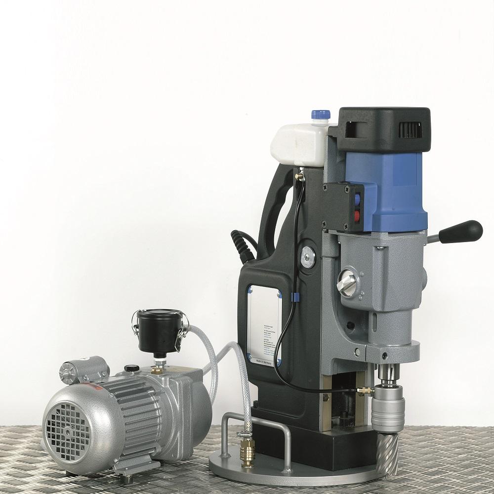 Riffel bohren mit Magnetkernbohrmaschine